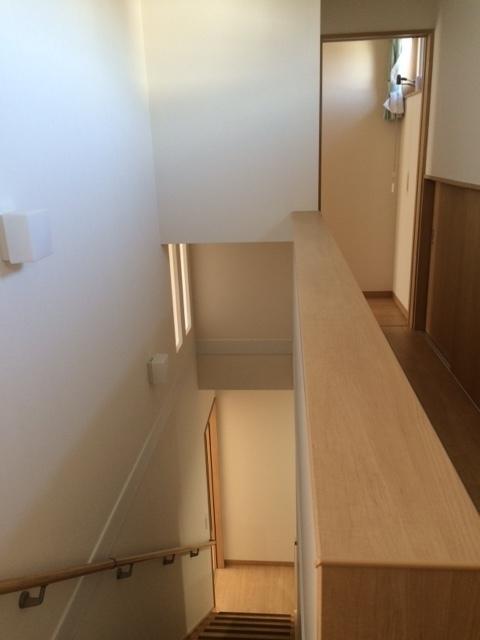 階段上収納.jpg